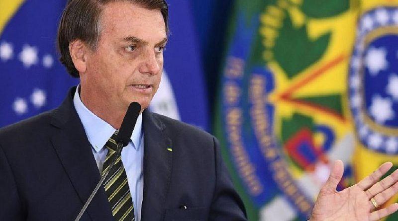 Sob panelaços, Bolsonaro faz pronunciamento criticando isolamento social