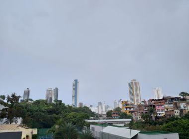 Céu deve continuar nublado em Salvador neste domingo; há possibilidade de chuva