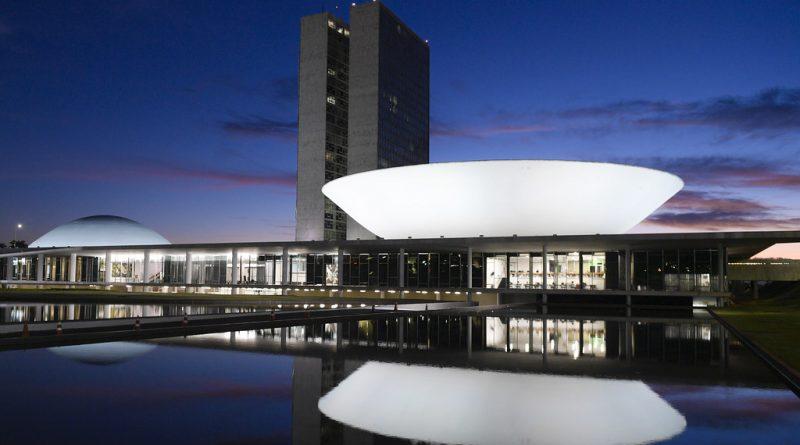 Pronunciamento de Bolsonaro causa perplexidade à cúpula do Congresso, diz colunista