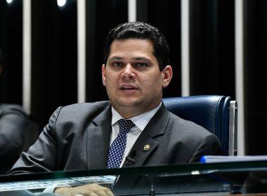 Alcolumbre diz considerar 'grave' a posição de Bolsonaro em pronunciamento