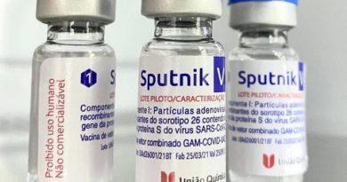 """Rússia critica decisão """"política"""" do Brasil de não autorizar importação da vacina Sputnik V"""